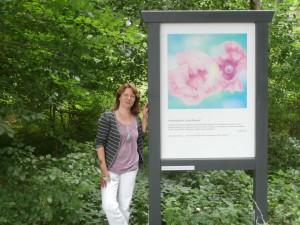 Frauke Thein an einer der Stationen ihres Inspirationsweges. Foto: Bettina Schmitz