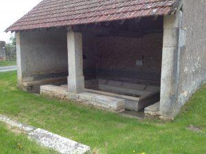 Waschplatz mit Sitzbänken