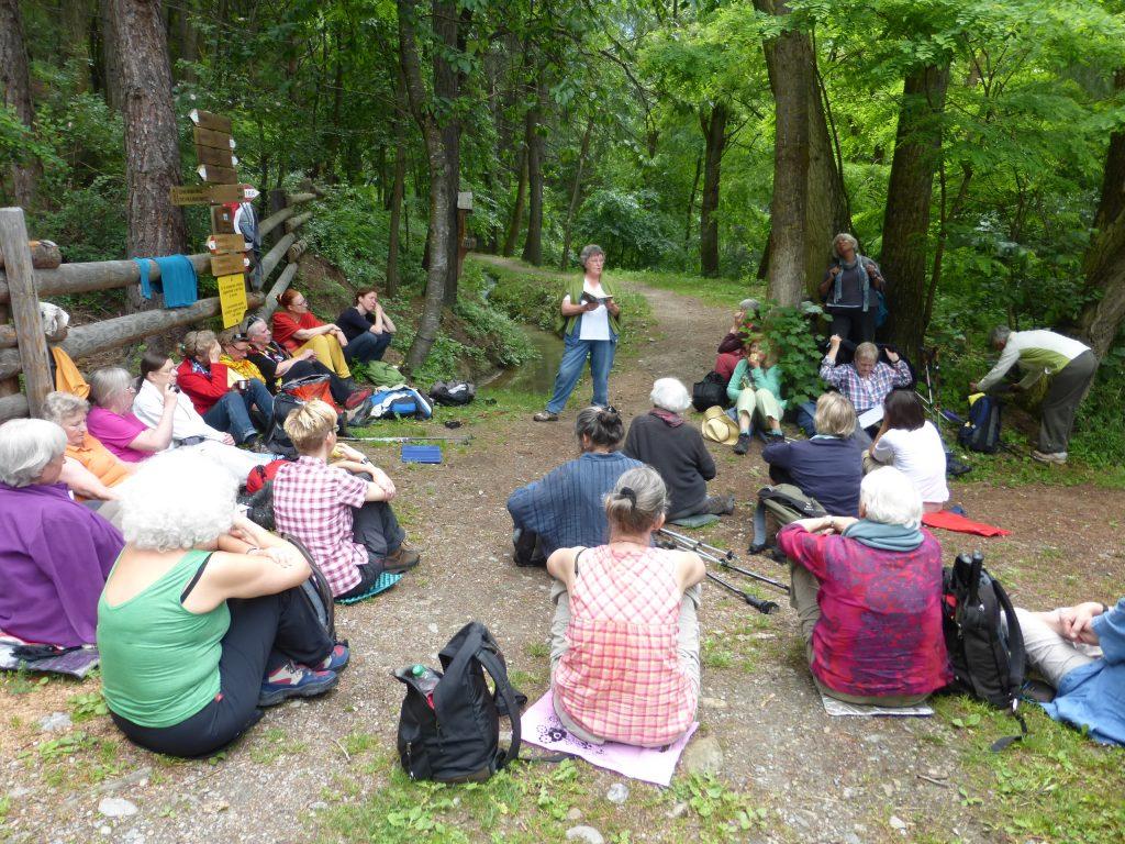 Erni Kutter referiert auf einer Frauenreise nach Südtirol.