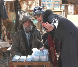 Viel Geld für einen Armen - doch so einfach ist das mit dem Schenken nicht. Foto: trigon-film