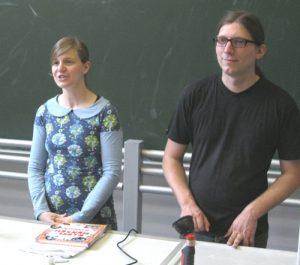 Rebekka und Sebastian vom Elternreferat des AstA der Uni Mainz hatten den Thementag zum Elternwerden organisiert. Foto: Verena Lettmayer