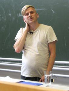Jochen König sprach über neue Familienformen und queere Elternschaft. Foto: Verena Lettmayer